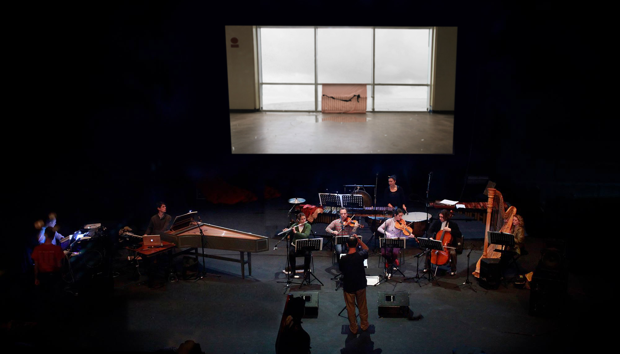 Mirrors of Earth, Project Arts Centre, Dublin, 2013, with Dublin SoundLab. Photo: Mihai Cucu.